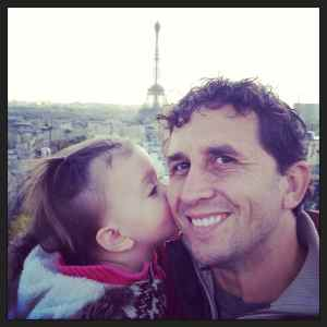 Kisses for dad in Paris